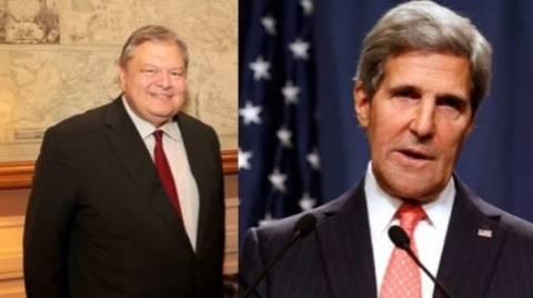 Την υποστήριξη των ΗΠΑ προς την Ελλάδα εξέφρασε ο Κέρι στον Βενιζέλο