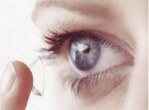 «Έξυπνοι» φακοί επαφής από τη Google που μετρούν το σάκχαρο στα δάκρυα