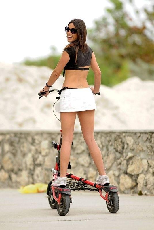 Η Claudia Romani λατρεύει το ποδήλατό της!