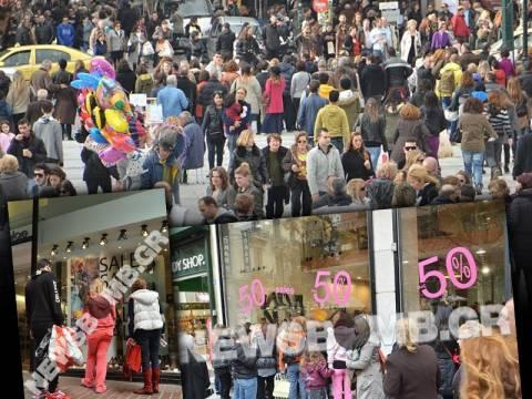 Ανοιχτά τα καταστήματα στην Αθήνα - «Πλημμύρισε» από κόσμο η Ερμού