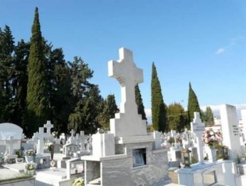 Βανδαλισμοί σε κοιμητήριο στην Κερασιά