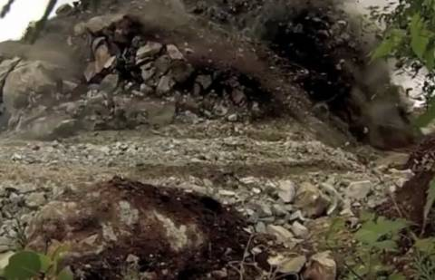 Ελεγχόμενη έκρηξη πλαγιάς σε αργή κίνηση (βίντεο)