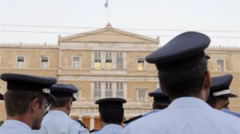 Reuters: Στο μισό δισ. το κόστος για τους ένστολους