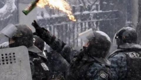 Κίεβο: Αστυνομικός πέταξε βόμβα μολότοφ εναντίον διαδηλωτών