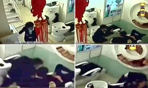 Βίντεο: Η στιγμή που κομμώτρια κάρφωσε με ψαλίδι έναν πελάτη επειδή...