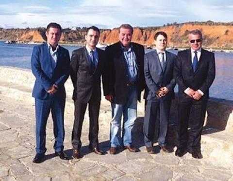 Θαλασσινό γεύμα στον Τούρκο πρόξενο έκανε ο δήμαρχος Μαρώνειας Σαπών