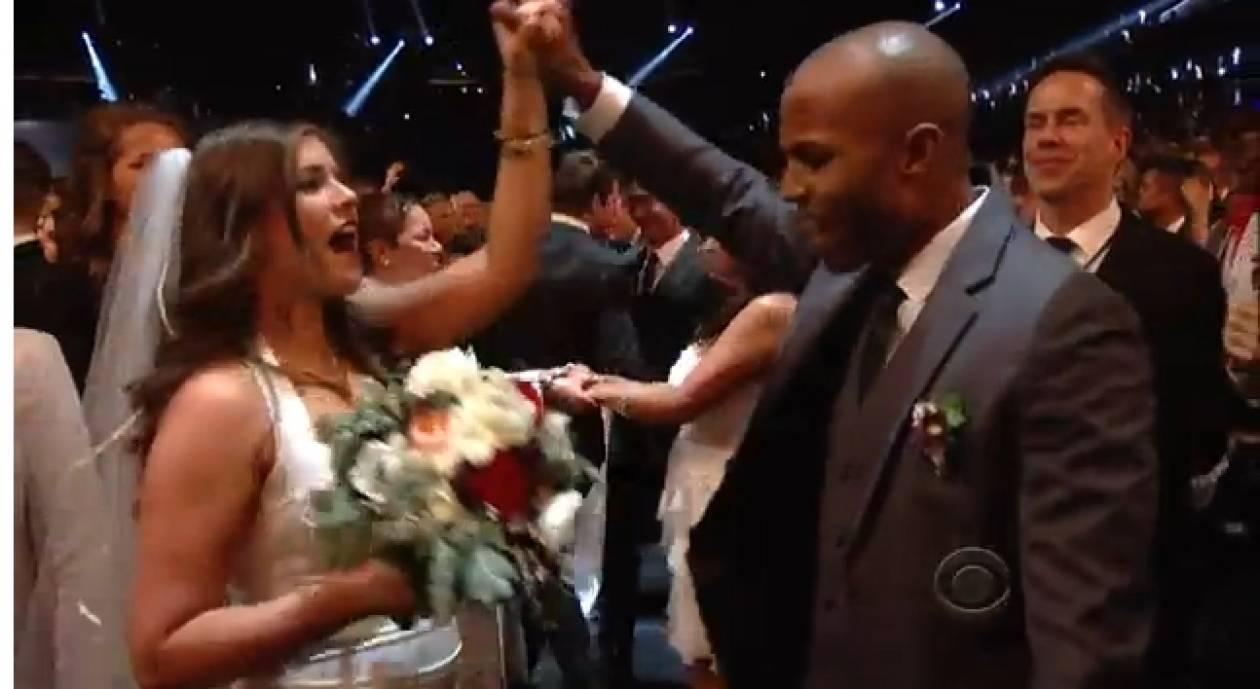 VIDEO:Στα βραβεία Γκράμι παντρεύτηκαν ...33 γκέι και στρέιτ ζευγάρια!