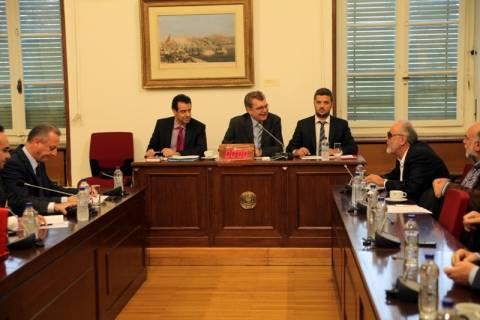 Στην Επιτροπή Κοινωνικών Υποθέσεων το ν/σ των απολύσεων