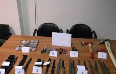Έβρος: Εντοπίστηκαν σε όχημα μαχαίρια και ξιφολόγχες
