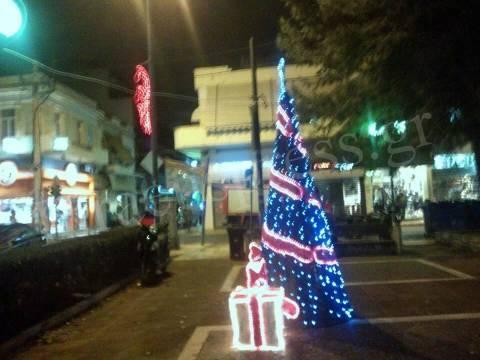 Το Κερατσίνι έχει ακόμα Χριστούγεννα! (pics)
