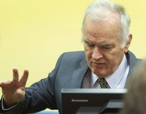 Αρνήθηκε να καταθέσει στη δίκη Κάρατζιτς ο Μλάντιτς