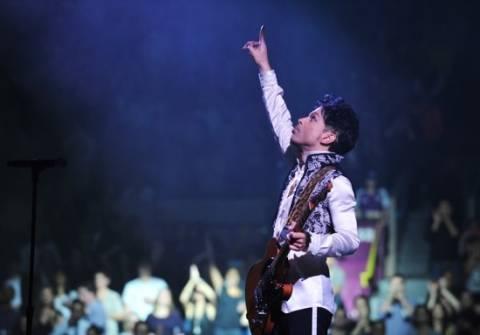 Μηνύσεις σε χρήστες Facebook και Blogger από τον Prince