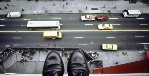 39χρονος πήδηξε στο κενό από τον 9ο όροφο της JP Morgan