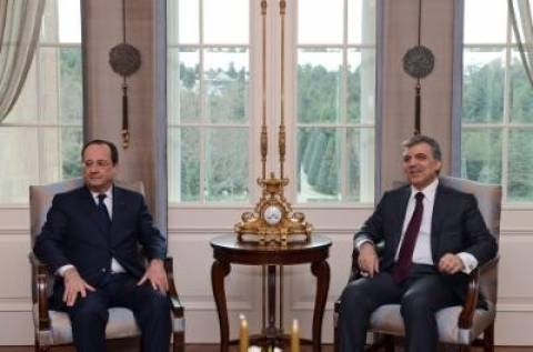 Ολάντ: Η Γαλλία είναι έτοιμη να συμβάλει για τη λύση του Κυπριακού