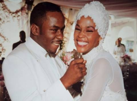 Video: σπάνιο στιγμιότυπο από τον γάμο της Γουίτνει Χιούστον