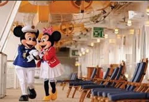 Το πλοίο της Walt Disney πιάνει ξανά λιμάνι...στον Πειραιά!