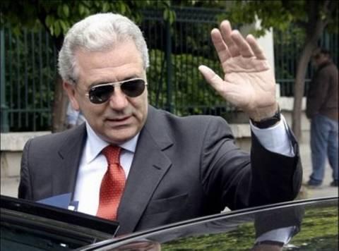 Ο «large» Αβραμόπουλος αιφνιδίασε τα μέλη της ΚΝΕ