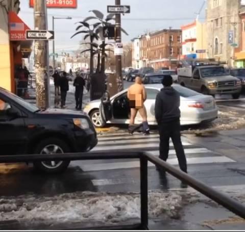 ΣΟΚ: Μετά το τρακάρισμα άρχισε να... αυνανίζεται στη μέση του δρόμου