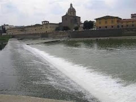 Φόβοι για υπερχείλιση του ποταμού Άρνου από τις έντονες βροχοπτώσεις
