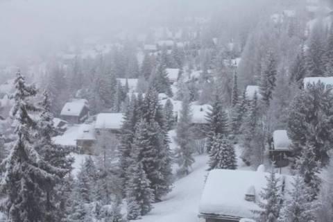 Σώοι οι αποκλεισμένοι από τα χιόνια στη Σερβία