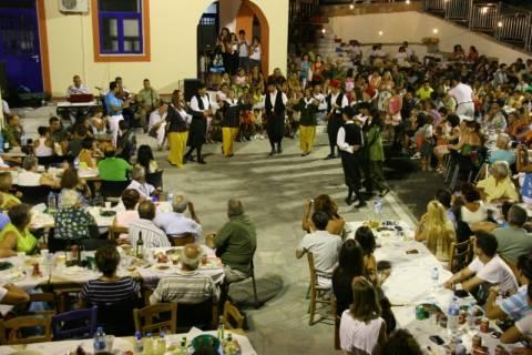 Έδιωξαν εφοριακούς... από πανηγύρι στην Θεσσαλονίκη