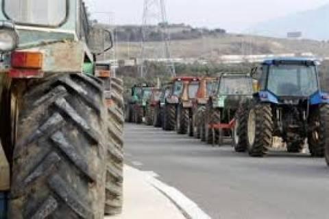 Συμβολικοί αποκλεισμοί δρόμων από αγρότες στην Πέλλα