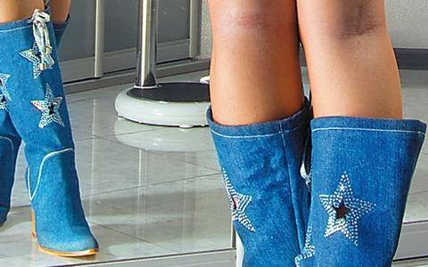 Απίστευτο: Mαζί με ένα ζευγάρι μπότες τους χάρισε 6.500 δολάρια!