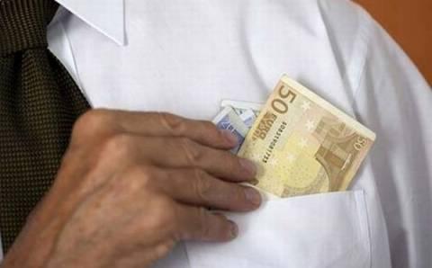 Αθώοι δύο εφοριακοί για «φακελάκι» 30.000 ευρώ