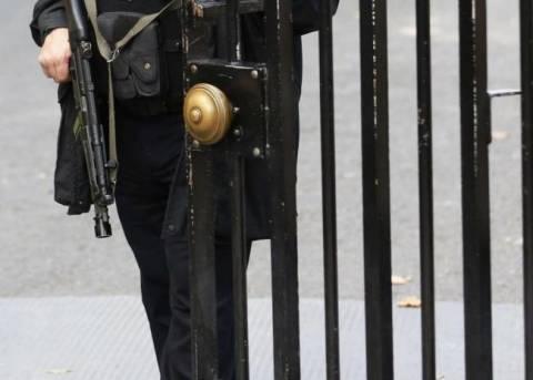 Συλλήψεις αστυνομικών της Downing Street για ανταλλαγή... πορνό!