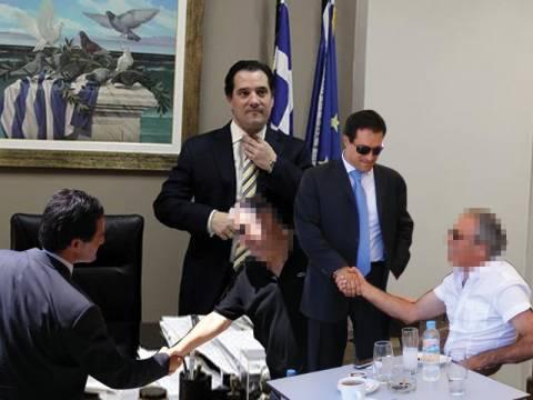 «Βραχνάς» για υποψήφιους δημάρχους οι φωτογραφίες με τον τηλε-υπουργό