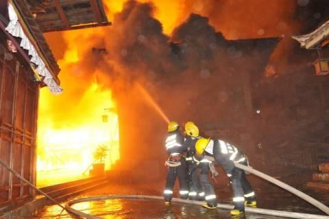 Στις φλόγες βιοτεχνία ξυλείας στην Οιχαλία Τρικάλων