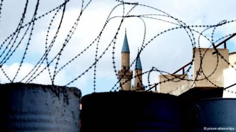 Die Presse: «Κύπρος: Θα πέσει το τελευταίο τείχος της Ευρώπης;»