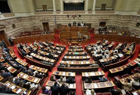 Εν μέσω αντιδράσεων πέρασε η τροπολογία για τις εκλογές