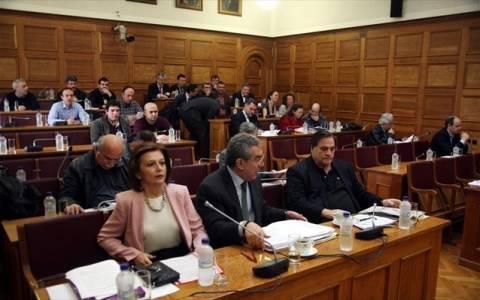 Άγρια κόντρα στη Βουλή για τον όρο «λαθρομετανάστης»