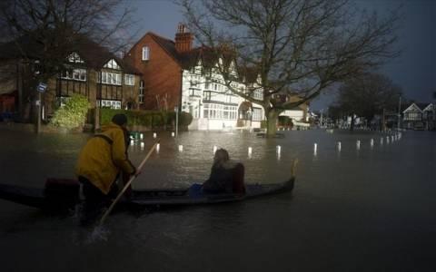 Βρετανία: 80.000 οικίες χωρίς ηλεκτρικό