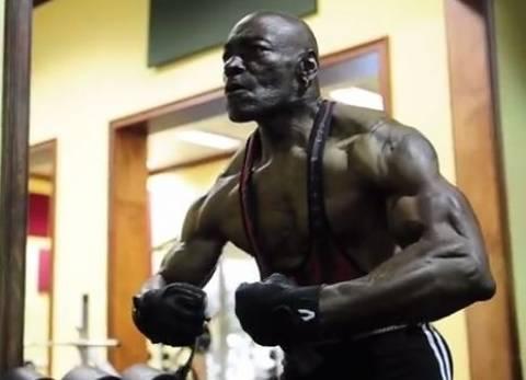 Δείτε το απίθανο σώμα 70χρονου bodybuilder