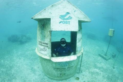 Έφτιαξαν υποβρύχιο ταχυδρομείο (pics)