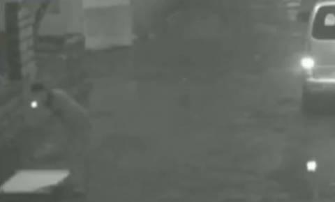 Κάμερα ασφαλείας πρόδωσε το δράστη: Την έκλεισε μέσα σε υπόνομο! (vid)