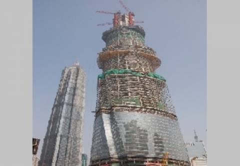 Ανέβηκαν στον πύργο της Σαγκάης χωρίς σχοινιά! (vid)