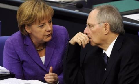 Spiegel: Κόντρα Μέρκελ-Σόιμπλε για βοήθεια στην Ελλάδα