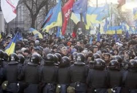 Ουκρανία: Σε ισχύ ο νόμος περί αμνηστίας των διαδηλωτών