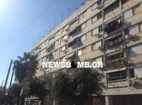 Μεγάλη πυρκαγιά στις εργατικές κατοικίες στο Περιστέρι (pics)