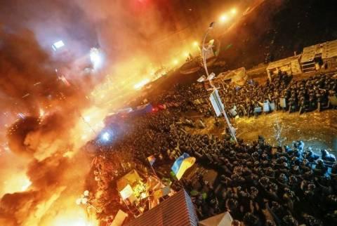 Ουκρανία: Στις φλόγες το αρχηγείο των αντικαθεστωτικών στο Κίεβο