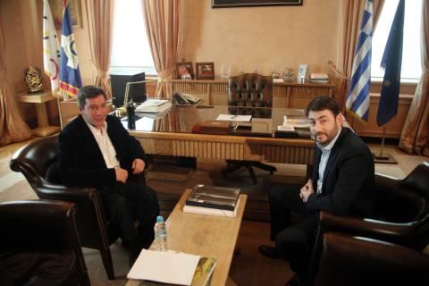 Το ΠΑΣΟΚ στηρίζει Καμίνη για τον δήμο Αθηναίων