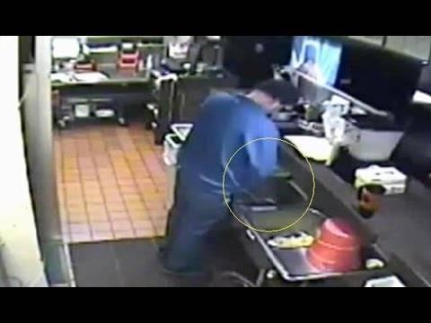 Βίντεο: «Έπιασαν» στην κουζίνα διευθυντή πασίγνωστου εστιατορίου να...