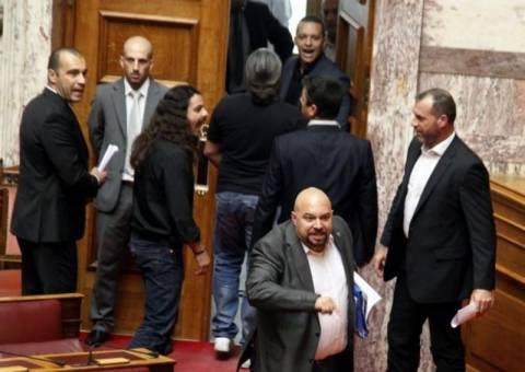 Άγριο επεισόδιο με βουλευτές της Χ.Α. στη Βουλή
