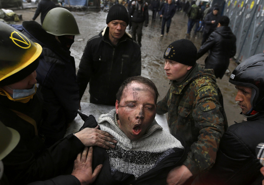 Οι αιματηρές συγκρούσεις στο Κίεβο μέσα από τον φακό του Γ. Μπεχράκη