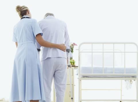 Σύλληψη 11 γυναικών που φέρονται να εργάζονταν παράνομα ως νοσοκόμες