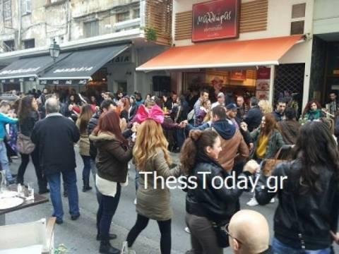 Βίντεο: Τσικνίζουν στη Θεσσαλονίκη
