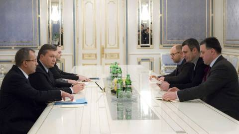Ουκρανία: Ξεκίνησαν τις διαπραγματεύσεις κυβέρνηση και αντιπολίτευση